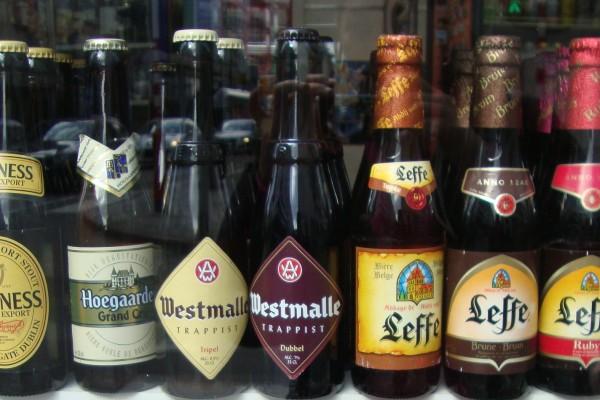 Brüksel Belçika bira bakkal Delirium Guinness Hoegaarden Westmalle Trappist Leffe
